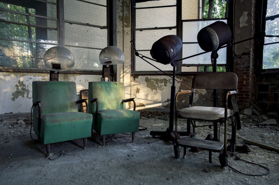 """Discover the Weird Beauty of Abandoned Buildings in """"States of Decay"""""""
