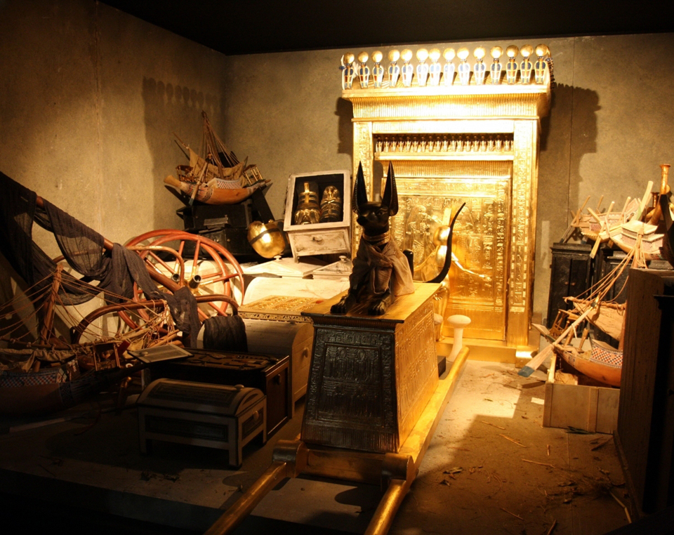 """The Complete Tutankhamun,"" a Must-Own Coffee Table Book for Egyptologists"