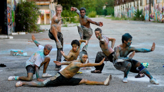 Wushu Dust: When Martial Arts Meets Colorful Powder