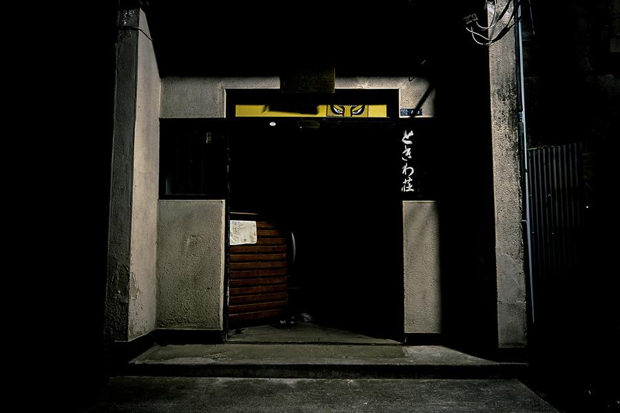 Haunting Photos of Tokyo at Night