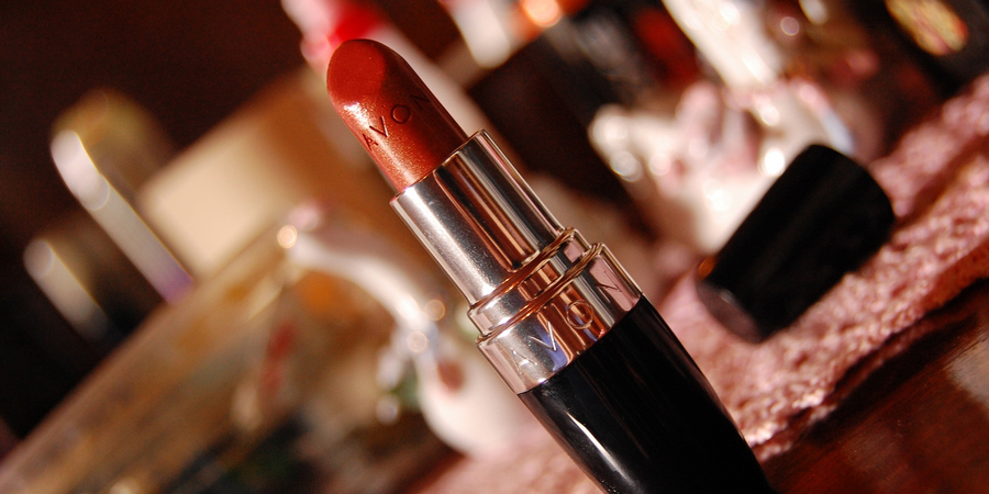 """Learn to Roll With Life's Punches in Memoir """"Home Shopping Diva: Lessons, Lyrics, and Lipstick"""""""