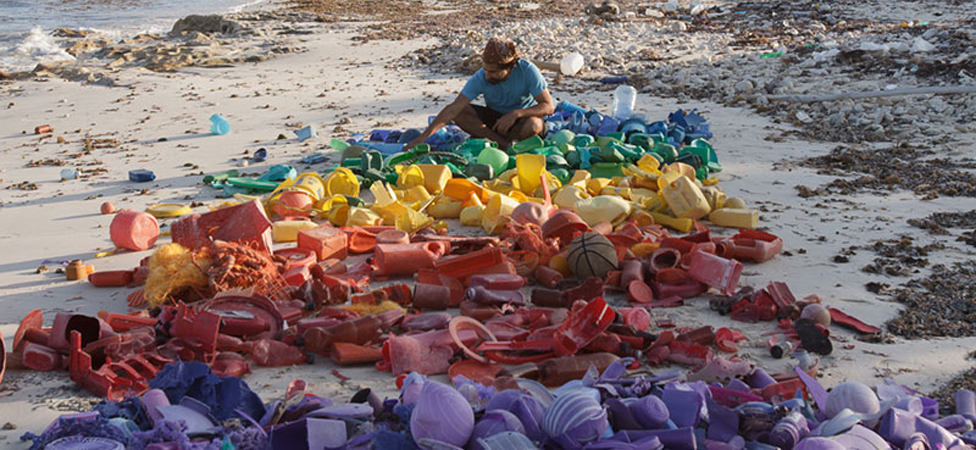 This Guy Is Turning Yesterday's Beach Litter Into Today's Art